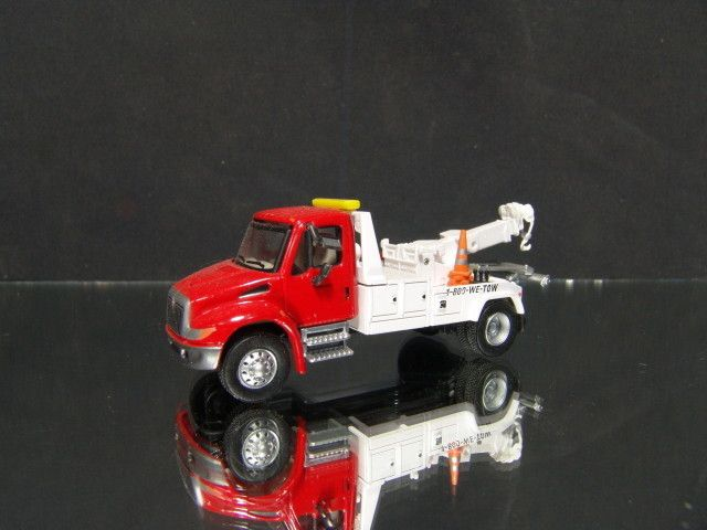 87 HO Scale International Tow Truck Wrecker (red cab   white body
